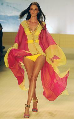 Rio Fashion Week 2012: Bountiful Bikinis, Sexy Tropical Fashion (PHOTOS)
