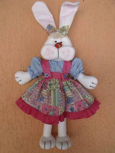 Coelha em feltro e roupa de algodão R$ 45,00
