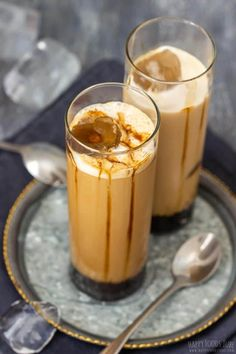 Iced caramel latte takes no more than a minute to make and you don't need any special skills to make it. It's the perfect coffee drink for summer! Iced Caramel Latte Recipe, Chocolate Shavings, Happy Foods, Vanilla Essence, Coffee Latte, Dessert Recipes, Drink Recipes, Coffee Recipes, Coffee Drinks