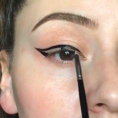 eyeliner cute make up ; cute eyeliner looks ; cute eyeliner for school ; cute makeup looks natural eyeliner Eyebrow Makeup Tips, Makeup Eye Looks, Eye Makeup Steps, Beautiful Eye Makeup, Skin Makeup, Eyeshadow Makeup, Makeup 101, Brown Eyeshadow, Makeup Hacks
