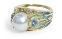 NOT LALIQUE - A contemporary enamel, pearl and diamond plique-a-jour Art Nouveau style ring, created by NOUVEAU mounted in yellow gold, set with diamonds, a pearl and enamelled floral decor. Not Art Nouveau but in the style of. Pearl Diamond, Pearl Ring, Pearl Jewelry, Jewelry Art, Jewelry Rings, Jewelery, Vintage Jewelry, Jewelry Accessories, Fine Jewelry