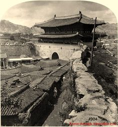 Sungryemun (숭례문) in Seoul, South Korea. Photograph was taken sometime during the… Historical Sites, Historical Photos, Old Pictures, Old Photos, Vintage Photos, Monuments, Korean Photo, Asian History, Travel Channel