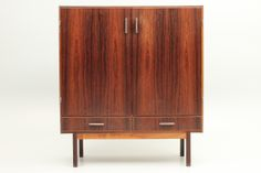 Minimalistic rosewood cabinet by Kurt Østervig and functionalistic with a formica top. Manufactured by K.P.Møbler, Danmark. www.reModern.dk