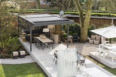 Terrazas de estilo moderno por UmbrisbyIQ