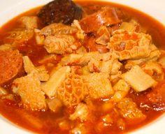 Los callos gallegos son un plato típico en Galicia,muy popular y extendido.La receta de los callos gallegos es muy fácil de hacer, y una receta riquísima.