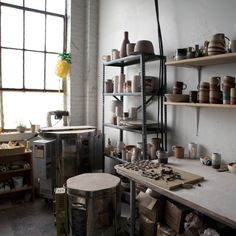 mouse trap The studio of Brooklyn-based ceramicist Helen Levi is perched above, of all things, a mouse trap factory. When a certain machine in the Sunset Park warehouse is switched on downs Ceramic Workshop, Pottery Workshop, Ceramic Studio, Pottery Studio, Studio Room, Dream Studio, Studio Floor Plans, Pottery Supplies, Workshop Design