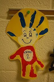 Thing 2 from Dr Seuss with just handprints. would be so fun to do with kids during Dr Seuss week Kids Crafts, Dr Seuss Crafts, Preschool Crafts, Projects For Kids, Craft Projects, Arts And Crafts, Classroom Crafts, Classroom Themes, Classroom Bathroom