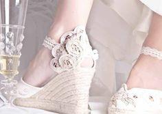 Bridal Flip Flops, Wedding Crafts, Wedding Shoes, Espadrilles, Womens Fashion, Accessories, Ideas Para, Outfits, Templates