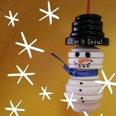 Button Frosty the snowman for Christmas fairy garden Christmas Buttons, Christmas Ornament Crafts, Snowman Crafts, Decor Crafts, Holiday Crafts, Christmas Decorations, Button Ornaments Diy, Christmas Button Crafts, Homemade Christmas