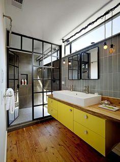 salle de bains style industriel élégante