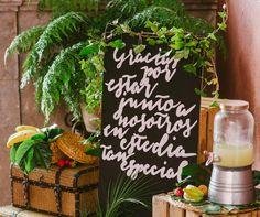 Definición de amor tropical 🌴 + 🍍 📷 Edu López  📍 Jardines de Franchy #AlmaSalada #LasBodasDeAlmaSalada #CasarseEnCanarias #weddingdestinationcanarias