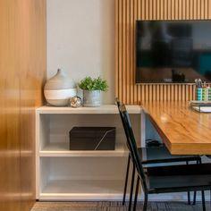 66 Trendy Ideas for home theater planejado sala ripado Home Design Decor, Office Interior Design, Office Interiors, Office Workspace, Office Table, Home Office, Office Decor, Small Apartment Closet, Trendy Home