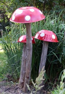 Love these Garden Art Mushrooms by Carole at Paper Inclination using metal bowls she spray painted and screwed to old tree trunks.