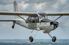 """FlightAware Aviation Photos: ATLAS Bosbok (piston-single)(ZU-ACP), Aermacchi """"Bosbok"""" en route to a local airfield in South Africa. Fighter Aircraft, Fighter Jets, Air Force Day, C130 Hercules, South African Air Force, Defence Force, Aircraft Photos, Commercial Aircraft, Luftwaffe"""