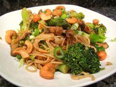 Nouilles sautées aux brocolis, champignons et asperges #vegan