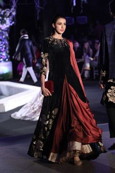 Manish Malhotra at Lakmé Fashion Week winter/festive 2016 Lakme Fashion Week, India Fashion, Ethnic Fashion, Asian Fashion, Classy Fashion, Trendy Fashion, Fashion Ideas, Fashion Black, Girl Fashion