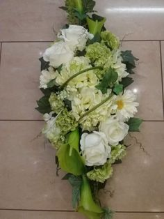 Funeral Flowers, Diy And Crafts, Wreaths, Floral, Flower Arrangements, Christmas Art, Weddings, Cemetery Flowers, All Saints Day