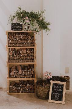 Birthday Decorations, Wedding Decorations, Flip Flop Basket, Summer Wedding, Dream Wedding, Magic Day, Shabby Chic Antiques, Romantic Cottage, Vintage Party