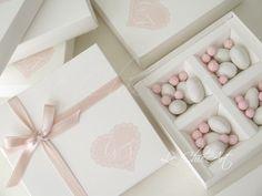 Wedding Cake Boxes, Box Cake, Wedding Favours, Wedding Cakes, Wedding Ideas, Wedding Dress With Feathers, Baby Clip Art, Wedding Confetti, Favors
