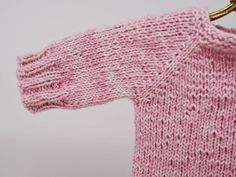 Newest Photo knitting for kids cardigans Concepts Anzeige: Babypulli stricken mit Snaply – Kostenlose Anleitung – Caros Fummeley Easy Knitting Projects, Knitting For Beginners, Knitting For Kids, Baby Knitting, Tricot Simple, Pull Bebe, Knit Baby Sweaters, Yarn Shop, Knit Or Crochet