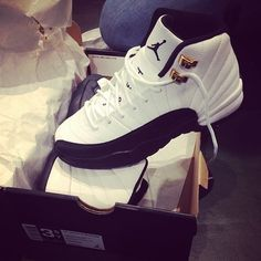 2014 cheap nike shoes for sale info collection off big discount.New nike roshe run,lebron james shoes,authentic jordans and nike foamposites 2014 online. Hype Shoes, Women's Shoes, Me Too Shoes, Shoe Boots, Shoes Sneakers, Prom Shoes, Shoes 2016, Mens Shoes Jordans, Black Sneakers