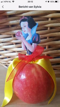 Lillianna s school apple assignment Healthy Birthday Treats, Party Treats, Healthy Treats, Healthy Kids, Fruit Decorations, Food Decoration, Deco Buffet, Classroom Treats, Cute Food