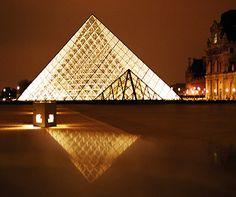 Paris is for lovers… http://www.aluxurytravelblog.com/2013/10/11/paris-is-for-lovers/