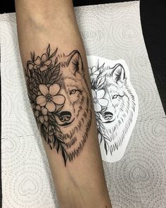 The meaning of tattoos of wolves is the subject of today& article nuetro for all tattoo lovers who want a design that includes the wolf. Wolf Girl Tattoos, Wolf Tattoos For Women, Unique Tattoos For Women, Sleeve Tattoos For Women, Wolf Tattoo Forearm, Small Wolf Tattoo, Small Forearm Tattoos, Tattoo Femeninos, Ohana Tattoo