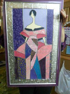 Cuadro enmarcado de dama. Hecho con papeles del mundo de textura, emplomada y repujados en estaño.