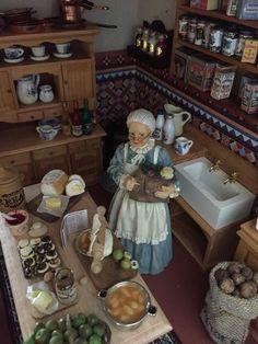 Antique miniature general store Vitrine Miniature, Miniature Rooms, Miniature Kitchen, Miniature Houses, Miniature Furniture, Miniature Dollhouse, Dollhouse Furniture, Victorian Dollhouse, Victorian Kitchen