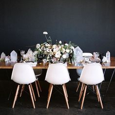 Loving this dramatic #tablescape as seen #onGWS today {direct link in profile} thanks to photo: @dianamariephoto // event design: @theshiftcreative // florals: @native_poppy // crystals: @lovetatum // tabletop rentals: @borrowedblu // rentals: @witty_rentals // cake: @sweetnsaucyshop #weddingideas #receptiondecor #GWSentertaining