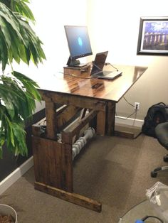Post with 53 votes and 12650 views. Tagged with , Creativity; Shared by lemurman. I built a sit-stand desk! Standing Desk Diy Adjustable, Diy Standing Desk, Adjustable Height Desk, Diy Computer Desk, Pc Desk, Diy Christmas Decorations For Home, Christmas Diy, Cheap Room Decor, Rustic Desk