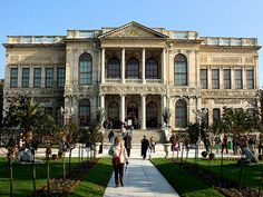Guided day tour to the sumptuous Dolmabahce Palace. See detailed tour itinerary at Precise Tous. Istanbul Tours, Royal Garden, City Break, Day Tours, Travel Pictures, Palace, Cruise, Places To Visit, Louvre
