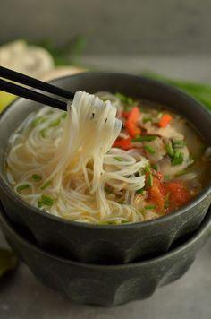 gotować pod przykryciem ok. Soup Recipes, Great Recipes, Dinner Recipes, Cooking Recipes, Asian Recipes, Healthy Recipes, Ethnic Recipes, Vegan Gains, Asian Soup