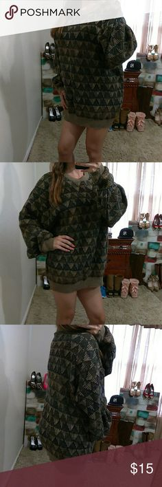 """Vtg XXL Pattern Crew Neck Sweater Excellent condition- 95% acrylic-5% polyester- bust: 31"""" (relax) length: 30"""" (shoulder to bottom hem)** model is 5""""2, 115 lbs & 34D** Via Torino Sweaters Crew & Scoop Necks"""