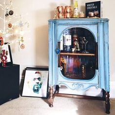 DIY Tutorial Ombre Step by Step Recorded Furniture Makeover Class Painting Antique Furniture, Hand Painted Furniture, Paint Furniture, Furniture Makeover, Furniture Ideas, Ombre Paint, Diy Ombre, Paint Flowers, Painted Wardrobe