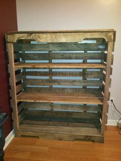 Pallet shelf. How cool!