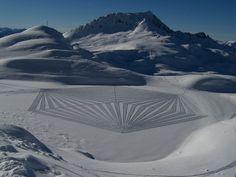 スノーシューズで大地に描いた、雪の幾何学アートが美しい(画像)|The Huffington Post