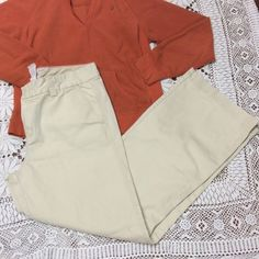 SZ 12 ❤️TOMMY HILFIGER KHAKIS❤️ These are staples for everyone's wardrobe.. They are trouser style with stretch.. In like new condition Tommy Hilfiger Pants