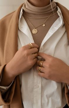 Classy Aesthetic, Beige Aesthetic, Aesthetic Fashion, Aesthetic Clothes, Aesthetic Style, Winter Fashion Outfits, Modest Fashion, Autumn Winter Fashion, Girl Fashion