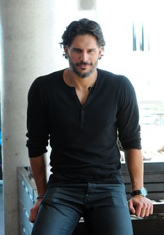 Channing Tatum and Joe Manganiello Take Their Hotness to Toronto For Magic Mike: Joe Manganiello attended a press junket for Magic Mike in Toronto. : Joe Manganiello posed for photos during a press junket for Magic Mike in Toronto. Outfits Casual, Mode Outfits, Joe Manganiello Shirtless, Joe Maganiello, Magic Mike, True Blood, Hommes Sexy, Poses For Photos, Hot Actors