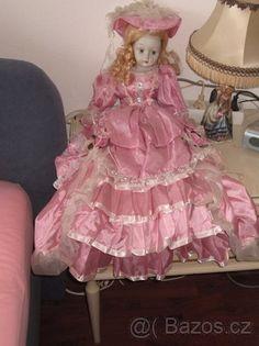 Krásná panenka s dlouhými nohami - 1