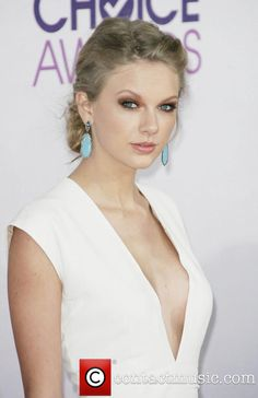 Love Taylor Swift's eye make-up... I've got to try this!!!