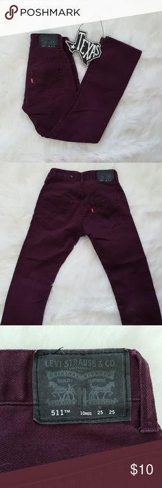 Boy's 5'11 Slim Fit Levi Burgundy Jeans 10 Reg Perfect for back to school, Levi jeans for boys. Burgundy color MEASUREMENTS: 25 X 25 Levi's Bottoms Jeans