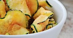 These courgette chips will make giving up on Tayto SO much easier Healthy Chips, Healthy Treats, Healthy Recipes, Healthy Food, Healthy Eating, Healthy Lunches, Fried Zucchini Chips, Veggie Chips, Tapas Dinner