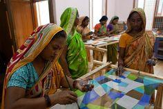Con la compra de un #pañuelo #solidario de #seda ayudamos a mujeres de India. En www.luxeli.com