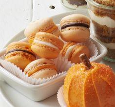 Fall Macarons #halloween #pumpkin #desserts