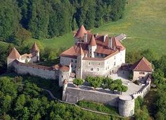 Château de Gruyères, Gruyères, Fribourg, SWITZERLAND The Castle is one of the most famous in Switzerland. Beautiful Castles, Beautiful Buildings, Beautiful Places, Places Around The World, Around The Worlds, Castles To Visit, Castle Parts, Fantasy Castle, Fantasy Art