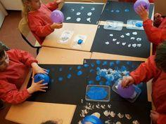 Sneeuwballen en sneeuwstorm maken met ballonnen en verf via @kleuterklasse