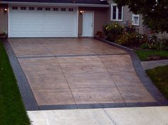 Fractured Earth textured driveway with stained border. Sandstone base color, Charcoal release, Charcoal stain